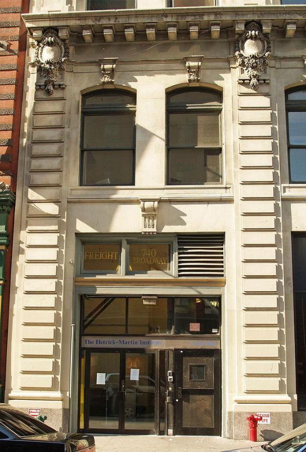 Государственная средняя школа имени Харви Милка находится в Ист-Виллидже, районе Нью-Йорка. Её п
