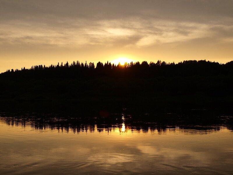 Жидкое золото заката. Закат на Вятке. Вид с острова