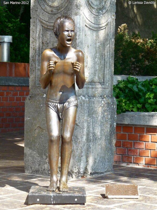 Памятник жертвам теракта в Беслане 2004 г.