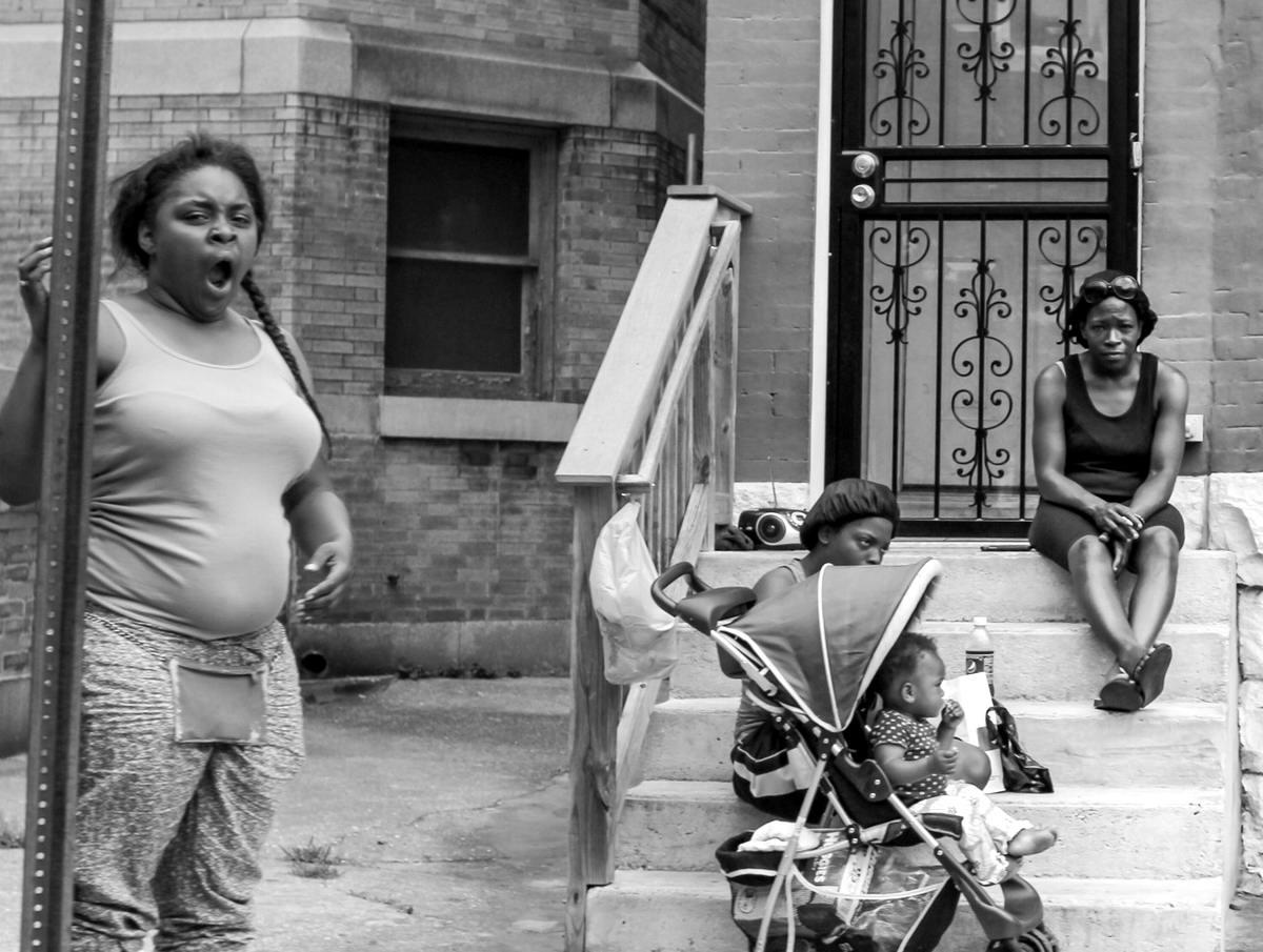 Неулыбчивая Америка: Черно-белая жизнь в бедных кварталах современного Балтимора (15)