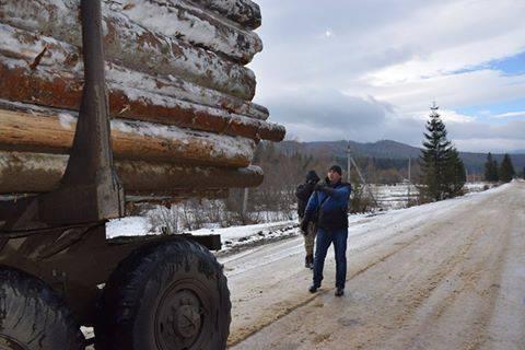 """""""Опять сутки без сна"""": Как активисты ведут контроль за незаконной вырубкой и вывозом леса (фото)"""