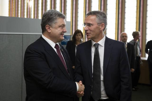 Столтенберг - Порошенко: НАТО поддерживает позицию Украины о продлении санкций против РФ до полного выполнения Минских договоренностей. ФОТО
