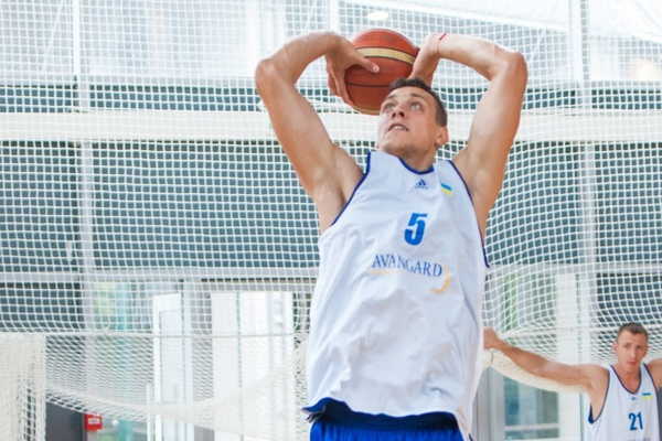 Украина сыграет сРоссией натурнире побаскетболу