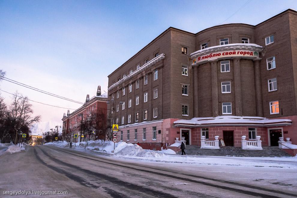 15. Здание администрации города:
