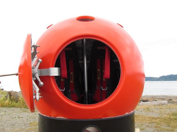 Julain Sharpe построил капсулу PSS вместе с группой авиационных инженеров, как только они осознали,