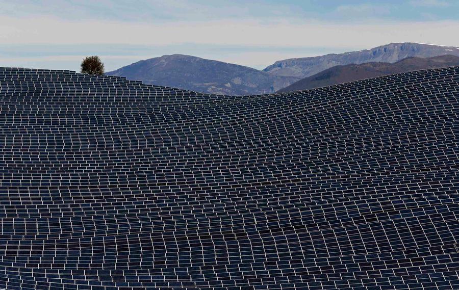1. Данная солнечная ферма является самой большой на вооружении во Франции, и имеет площадь примерно