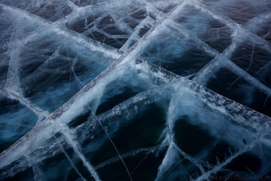 Пока мы ехали по реке, я задумался: каково это — оказаться там, подо льдом, и бороться против течени