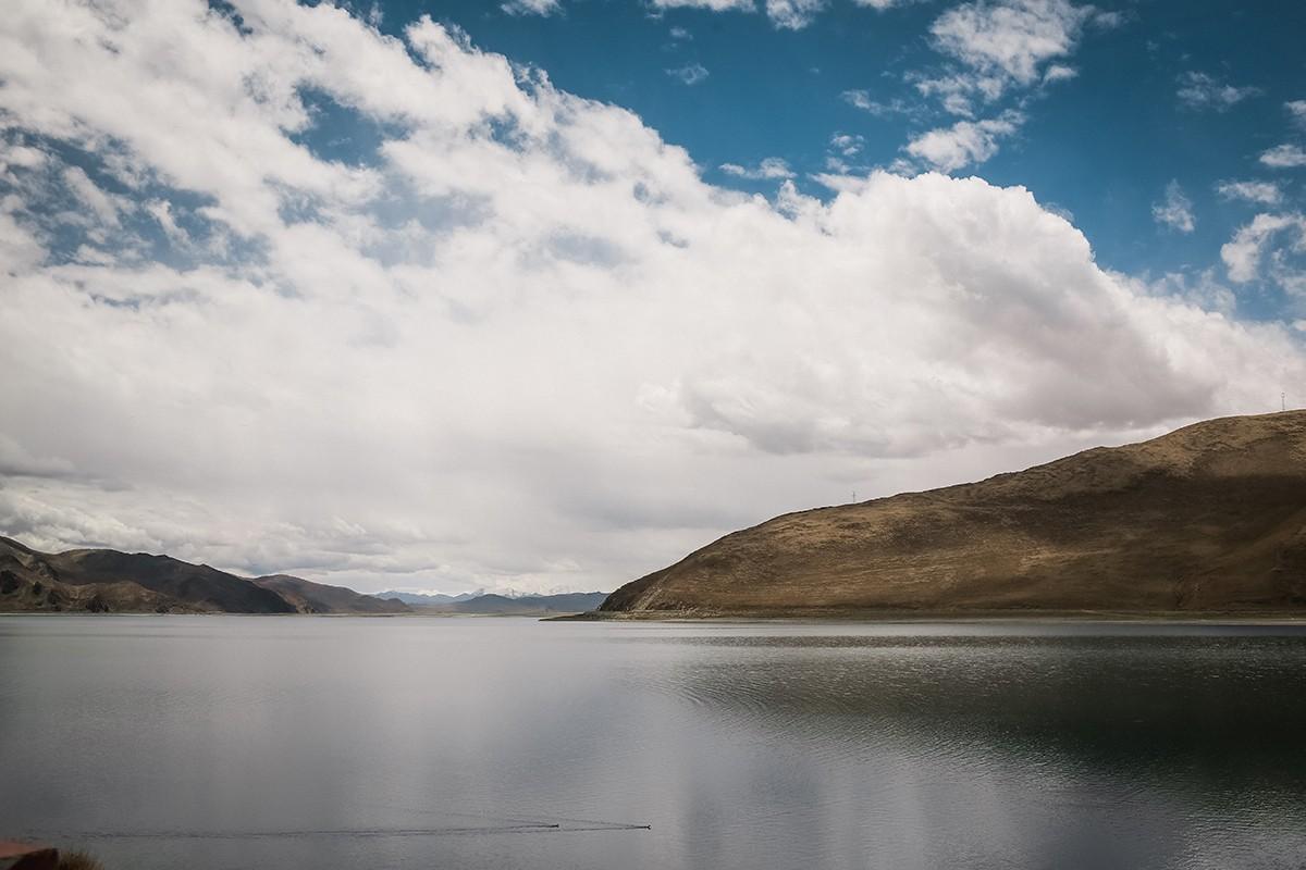 26. Ямдрок-цо, Бирюзовое озеро. Одно из трех величайших священных озер Тибета. Длина озера несколько