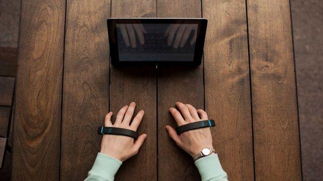13.Невидимая клавиатура Клавиатура Noki представляет собой пару браслетов, считывающих движения ваш