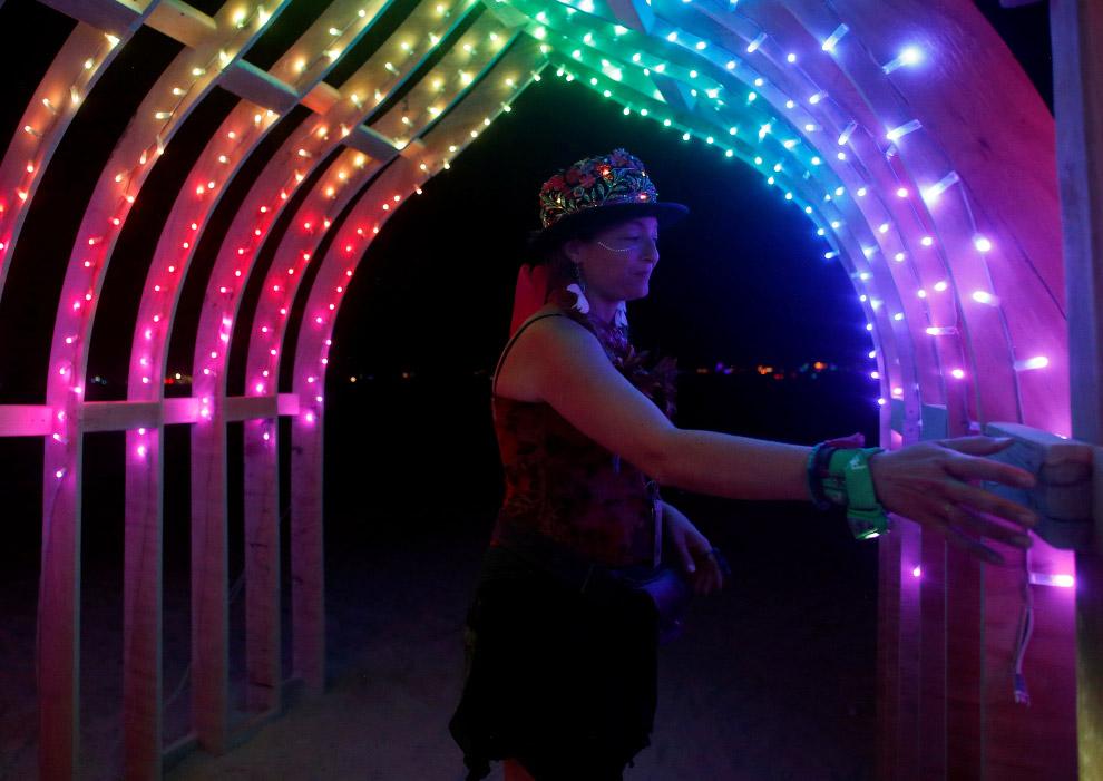 5. Фестиваль «Горящий человек 2016» проходит в пустыне Блэк-Рок в американском штате Невада. Эт