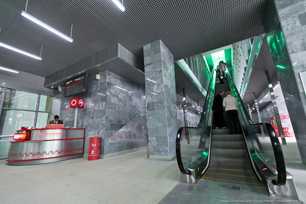 Со нее можно перейти на станцию метро Международная, вообще не выходя на улицу.