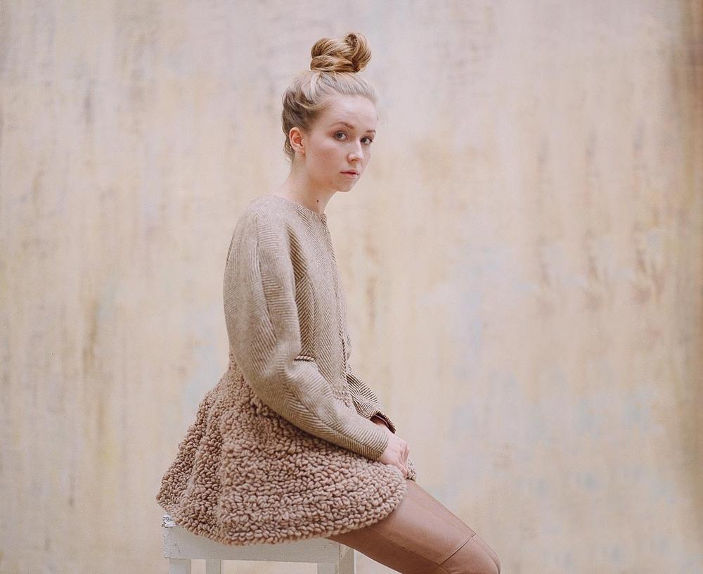 Моя знакомая модельер в качестве дипломной работы сшила этот пиджак, ради которого и затевалась фото