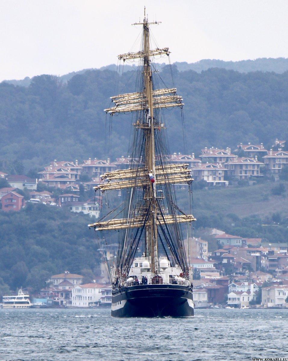 Черноморская регата огромных парусников направляется вСочи