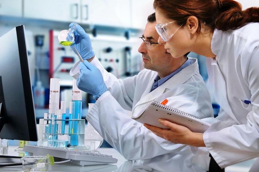 Ученые узнали, почему опасные микробы щадят женщин