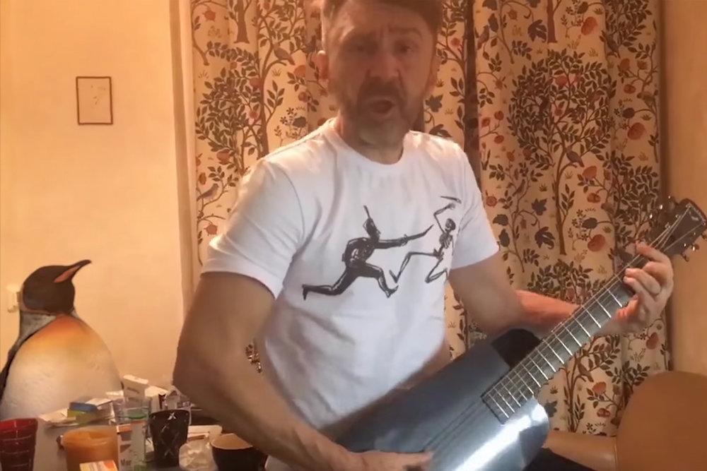 Вышел клип накомпозицию «Ленинграда» ккартине «Елки-5»