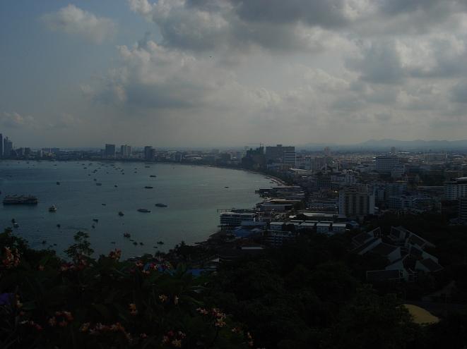 Помощь для пострадавших отнаводнения собирают вТаиланде