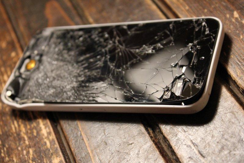 Полицейского обвинили в порче iPhone за 60 тысяч рублей