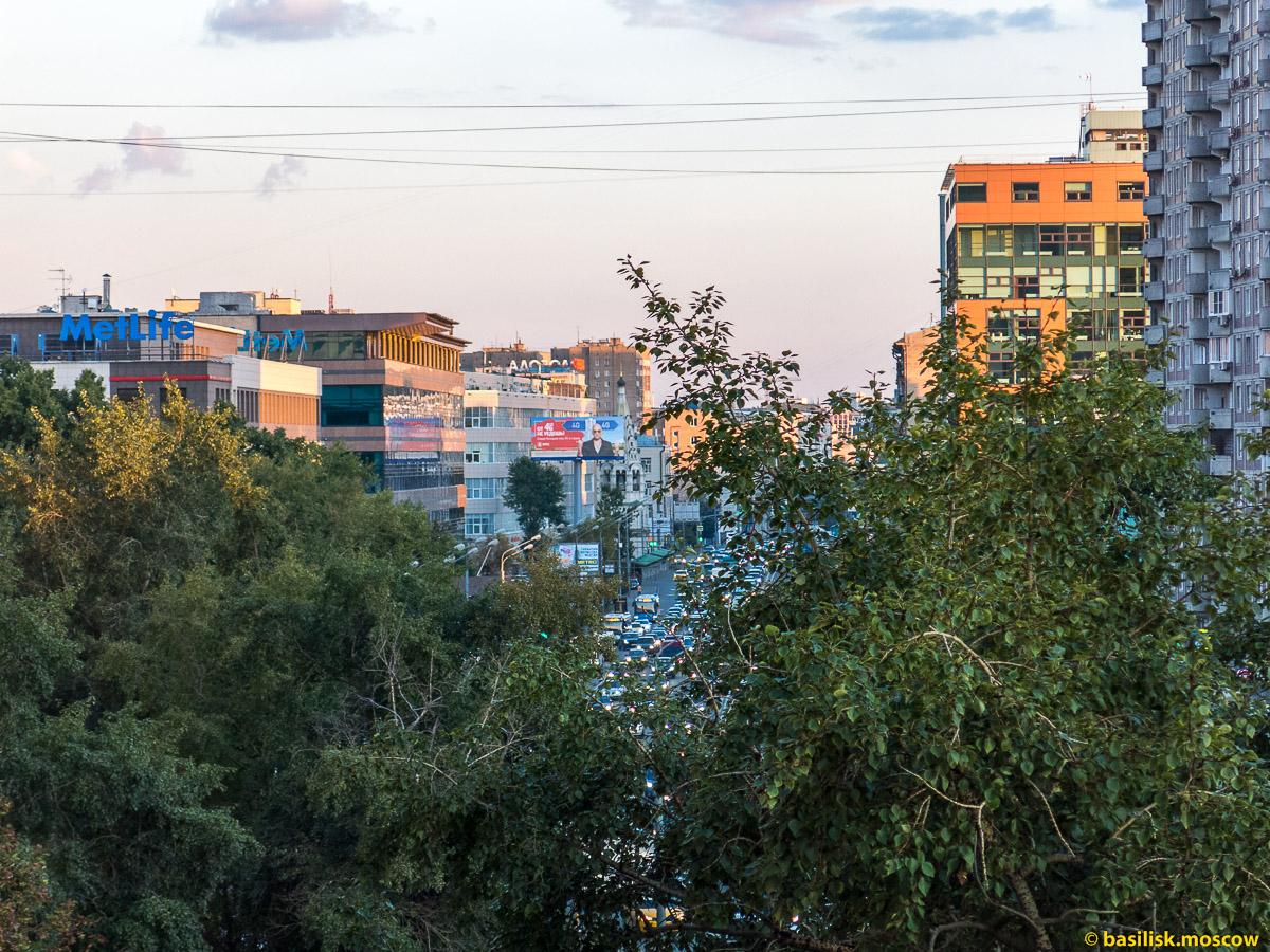 Бутырская улица в сторону Савёловского вокзала. Москва. Август 2016