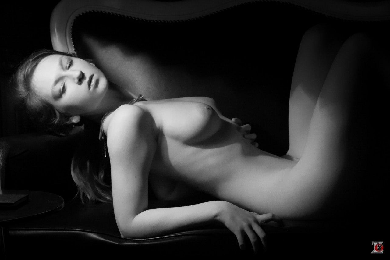 Эротические черное фото, Чёрно-белая эротика - красивые фото голых девушек 21 фотография
