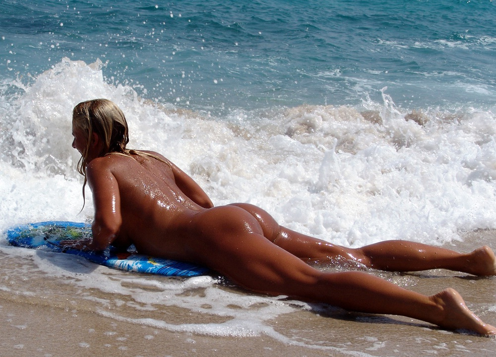 surfer-girl-naked-girls-in-nude-sex-poses