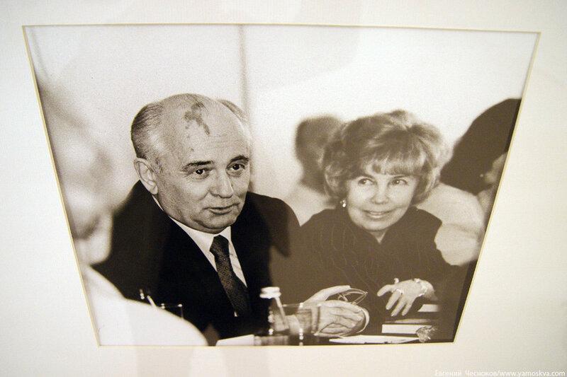 13. Манеж Фотовыставка Горбачев. 24.01.11.02..jpg