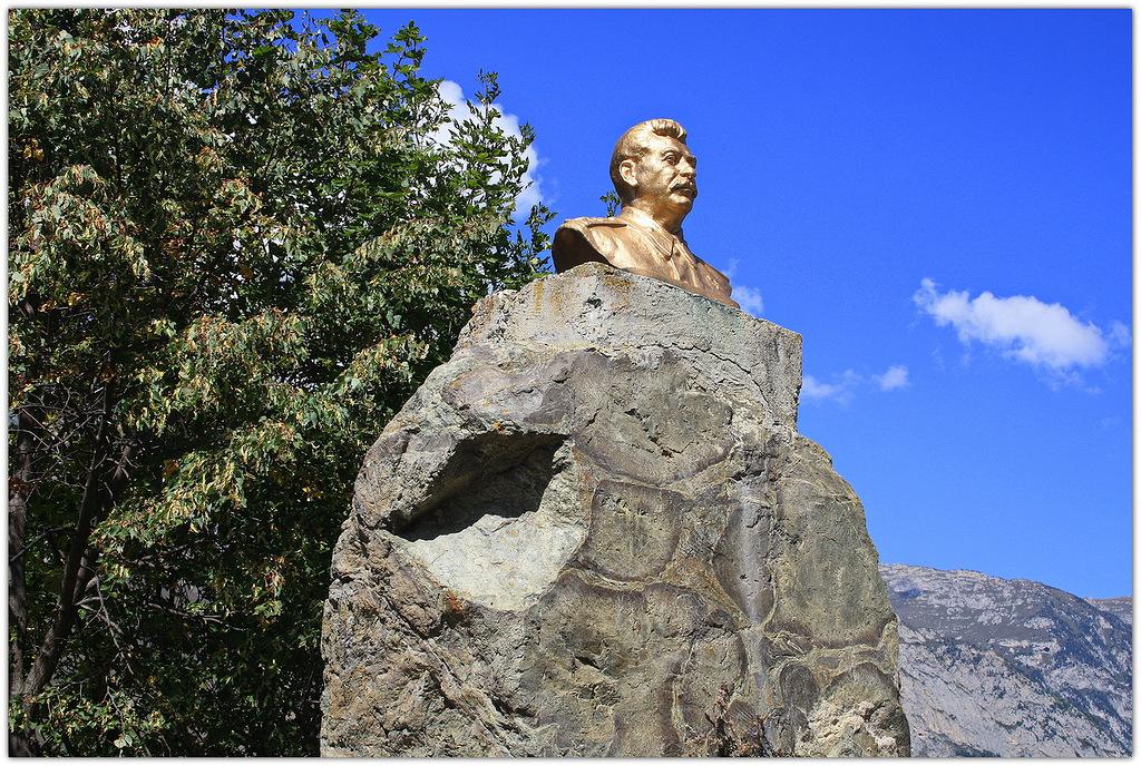 Памятник Сталину, посёлок Верхний Фиагдон, Северная Осетия.jpg