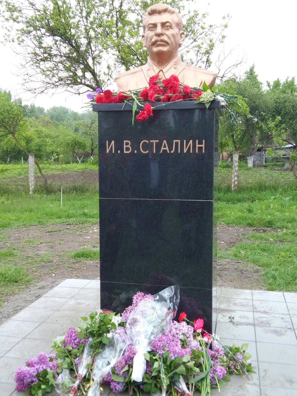 Село Красногор Ардонского района Северной Осетии. Бюст открыт 9 мая 2015-1.jpg