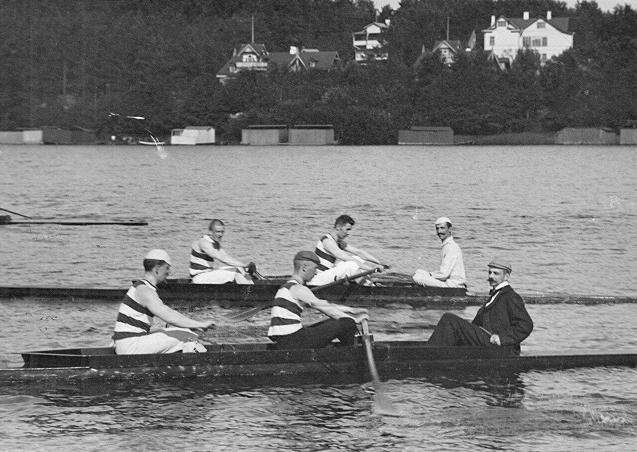 03. Члены кружка Фортуна в лодке на озере во время соревнований