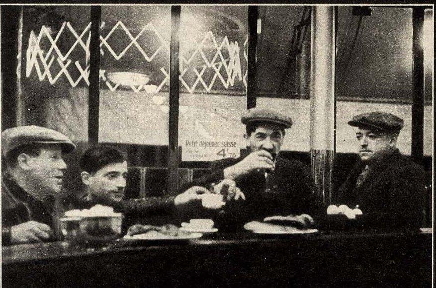 1932. Рабочие ужинают в бистро
