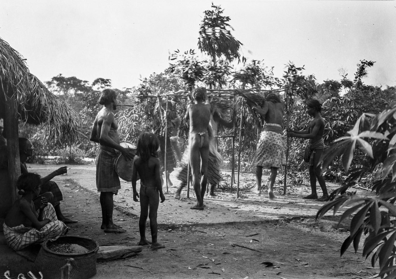 386. Мадугалла. Ритуальный танец лесных веддов