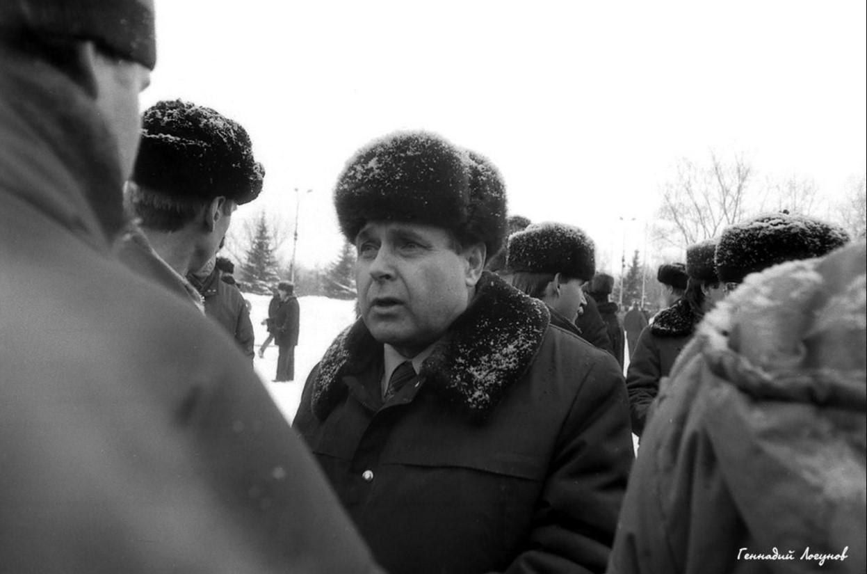 Митинг должен был пройти на пл. Ленина, но в силу определенных обстоятельств перенесен на другое место