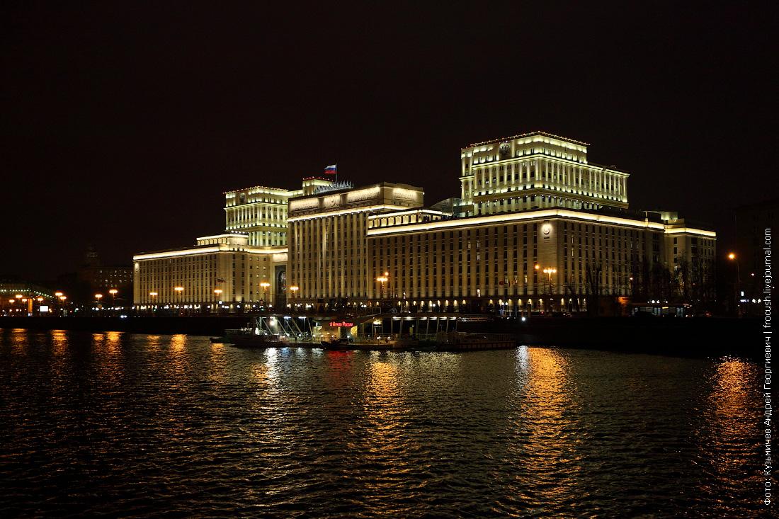 Национальный центр управления обороной Российской Федерации ночью