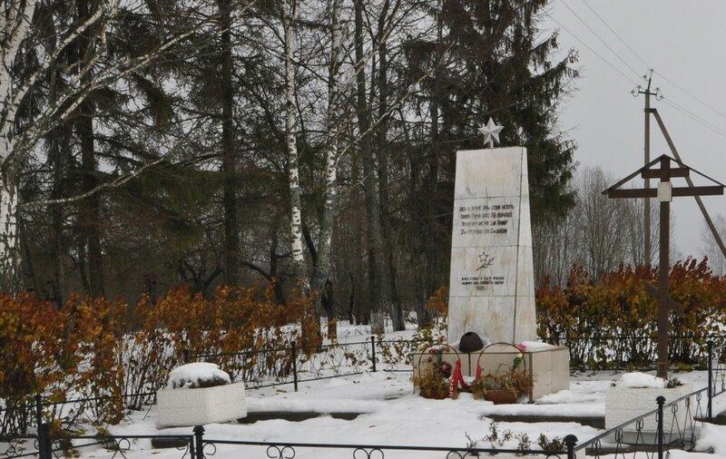 Памятник на могилу Ростокино Мемориальный комплекс из малинового кварцита и гранитов Китай-город