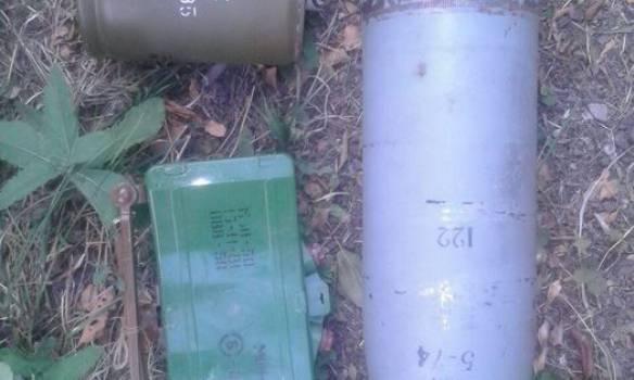Вблизи Широкино обнаружили тайник с осколочно-фугасными боеприпасами. ФОТОрепортаж