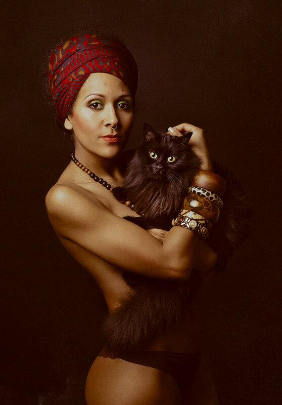 Девушки и кошки