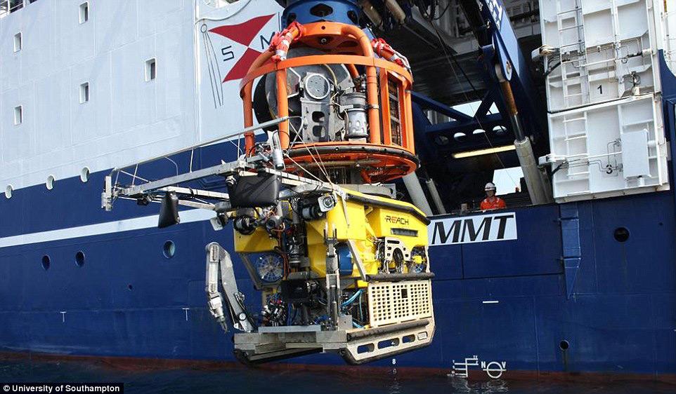 Для исследования дна ученые MAP используют два подводных аппарата дистанционного управления, посредс