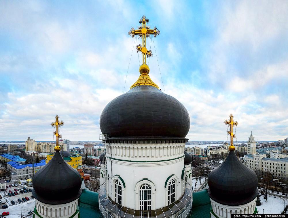 Высота самого храма составляет 85 метров, а его высшей точки — 97 метров.