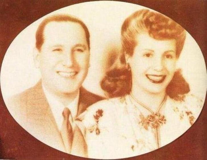 Полковник Перон и Эва Дуарте В 1945 году случился очередной военный переворот. Перона арестовали, Эв