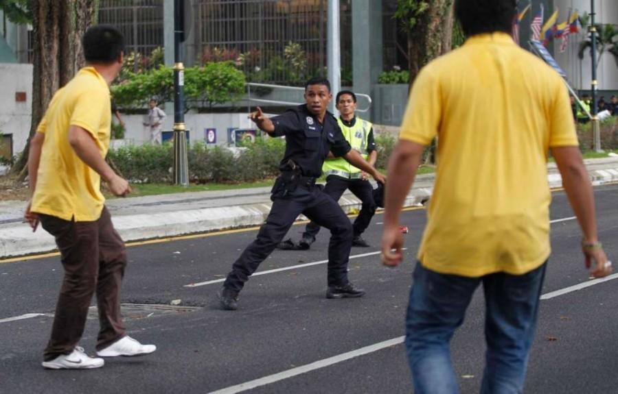 5. Из-за того, что в Малайзии желтый цвет ассоциируется с группой активистов, протесты которых напра