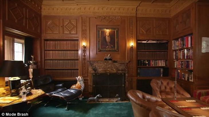 Королевская комната: здесь также висит портрет Хью Хефнера.