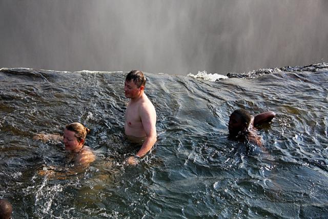 Как доехать:находится Дьявольский водопад на острове Ливингстон. Там, где Давид Ливингстон, впе