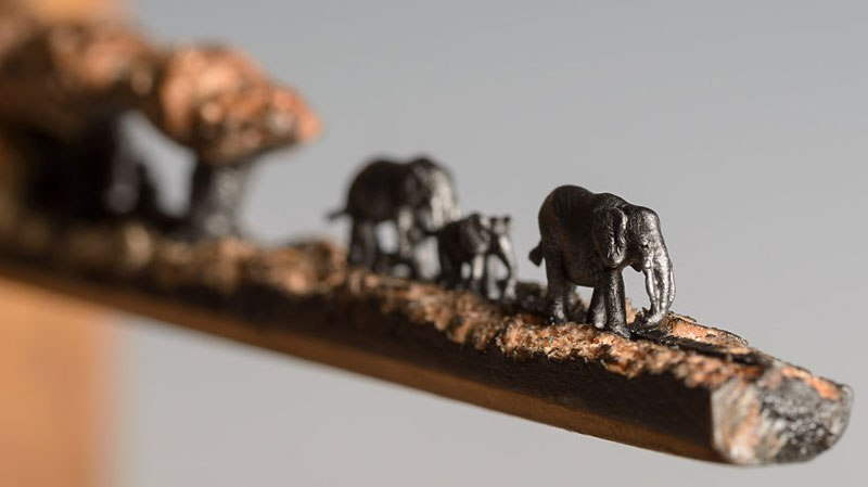 Слоны из карандашного грифеля