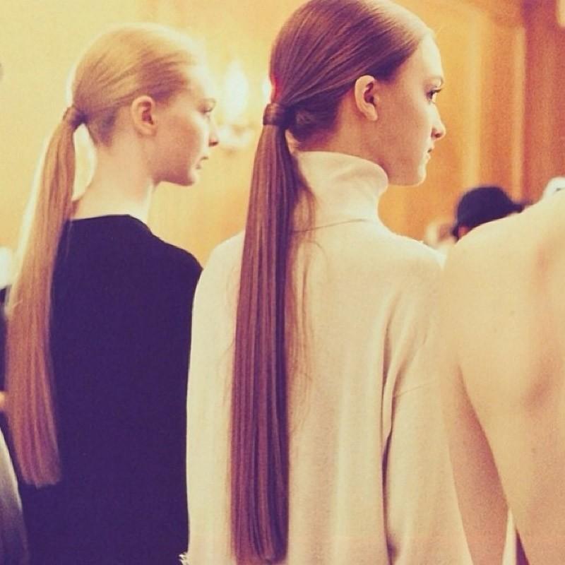 Носите свободный хвост, чтобы не навредить волосам. Когда вы завязываете хвост слишком туго (и часто