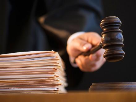 Фигуранта дела Онищенко отпустили прямо иззала суда