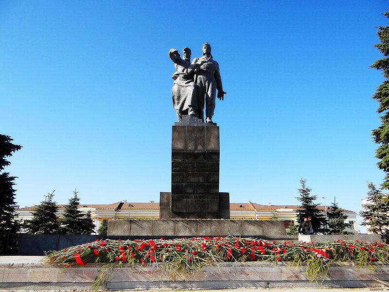 Памятник Дивизии Чёрных ножей.
