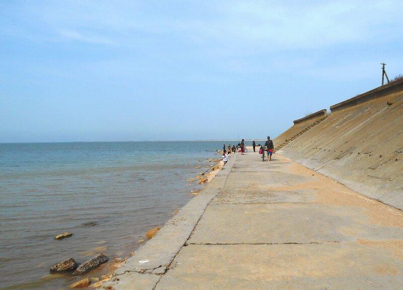 Набережная... море, бетонный берег ... DSCN5083.JPG