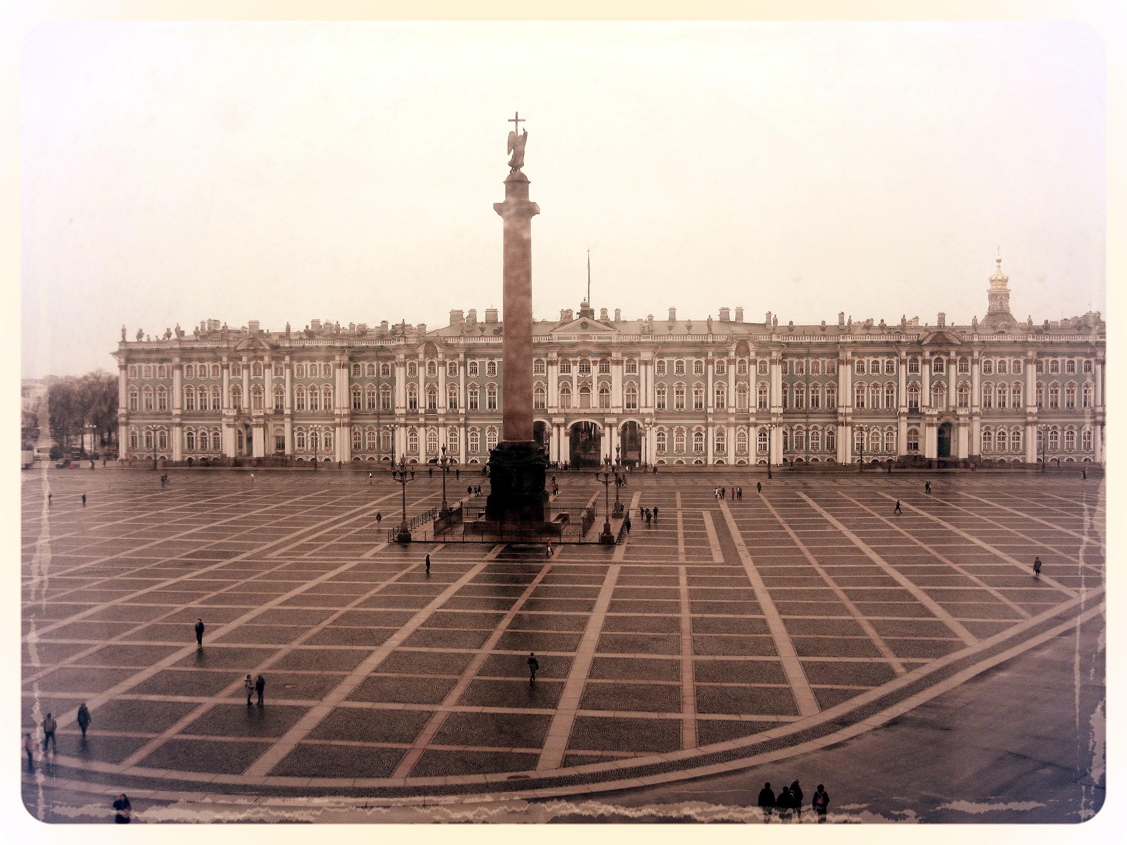 Неподвижен сон спокойный Александрийского столпа