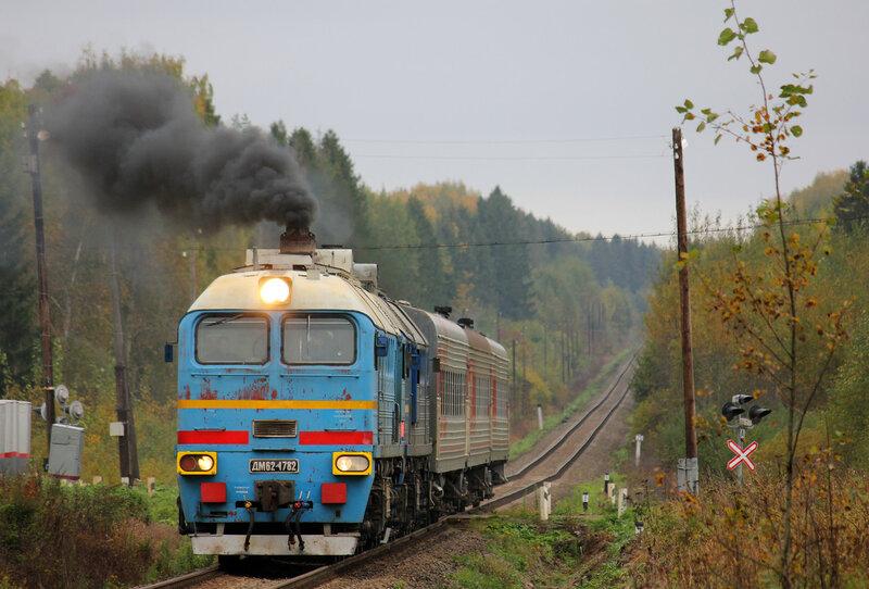 Поезд 6273/6274, Сонково — Савёлово под тепловозом ДМ62-1782 на перегоне МЮД - Кашин, с дымом
