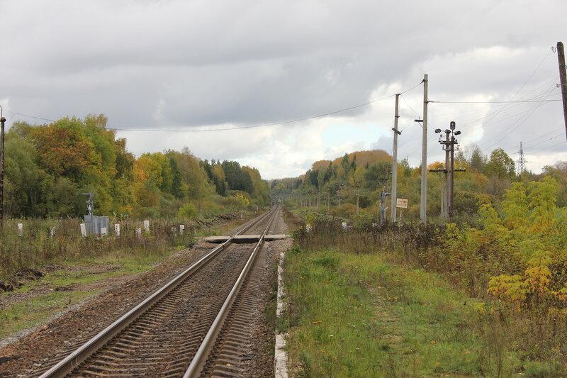 Бывшая станция Сменово, вид на переезд и Сонково, крупнее