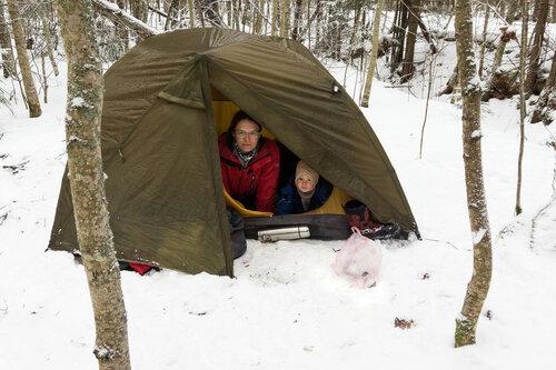 в палатке с ребенком зимой